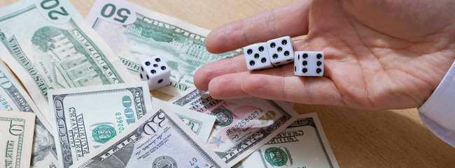 Игральные кости и доллары