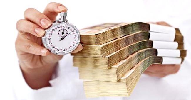 Пачки денег и секундомер