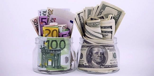 Доллары и евро в банках