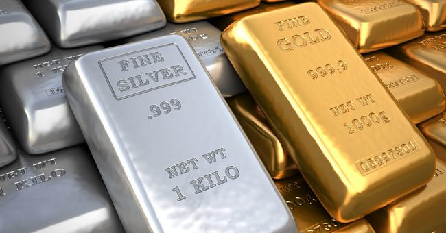 Золотой слиток рядом с серебряным