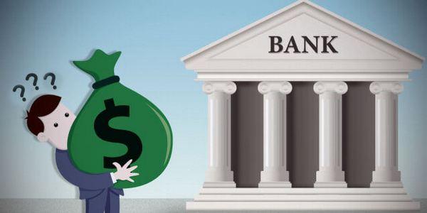 Человек выбирает банк