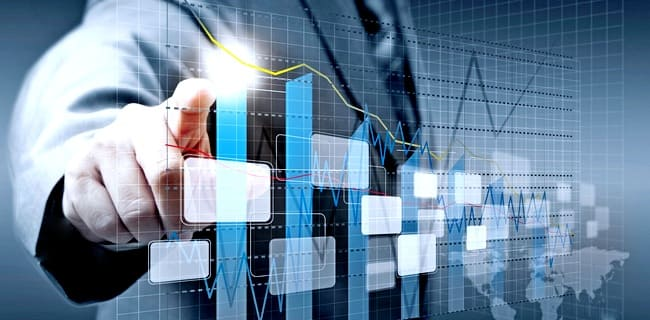 Инвестор анализирует рынок