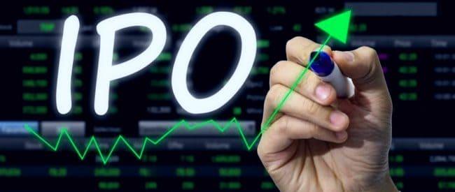 Инвестор пишет слово IPO