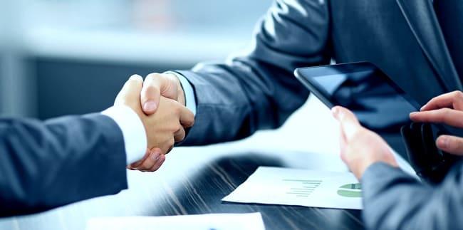 Рукопожатие при сделке